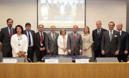 Firma del Pacto en Defensa de la Sanidad Privada Española,  auspiciado por la CEOE