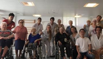 Una delegación de residencias de mayores de Japón visita el centro Amavir Horta