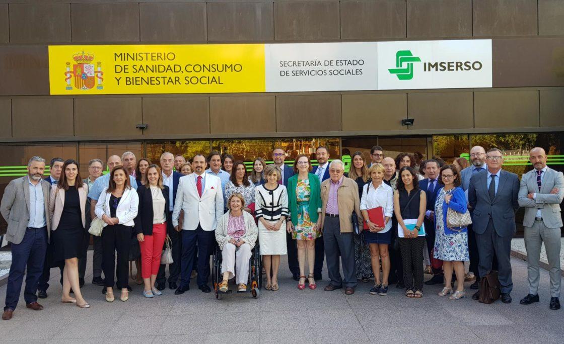 """María Luisa Carcedo: """"Tenemos que avanzar en una mayor y mejor atención a las personas en situación de dependencia"""""""