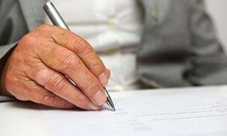 Fundación  La Caixa  abre la 13 convocatoria del concurso de Relatos Escritos por Personas Mayores
