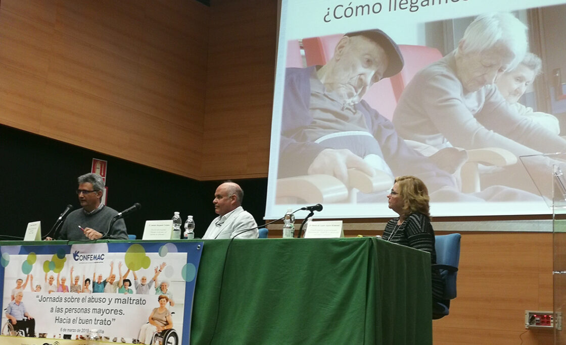 Expertos de toda España abogan por un trato de excelencia a las personas mayores