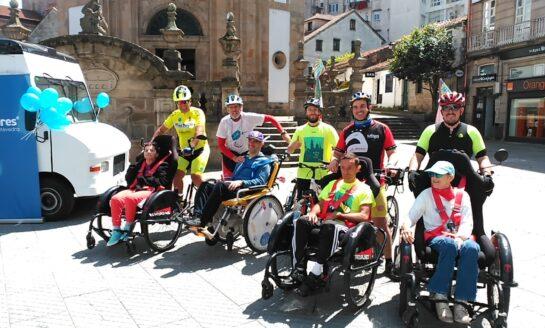 Usuarios del Centro para Personas con Discapacidad Física DomusVi Bóveda participan en Discamino