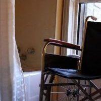 Más de un millón de personas con movilidad reducida necesitan ayuda para salir de su casa