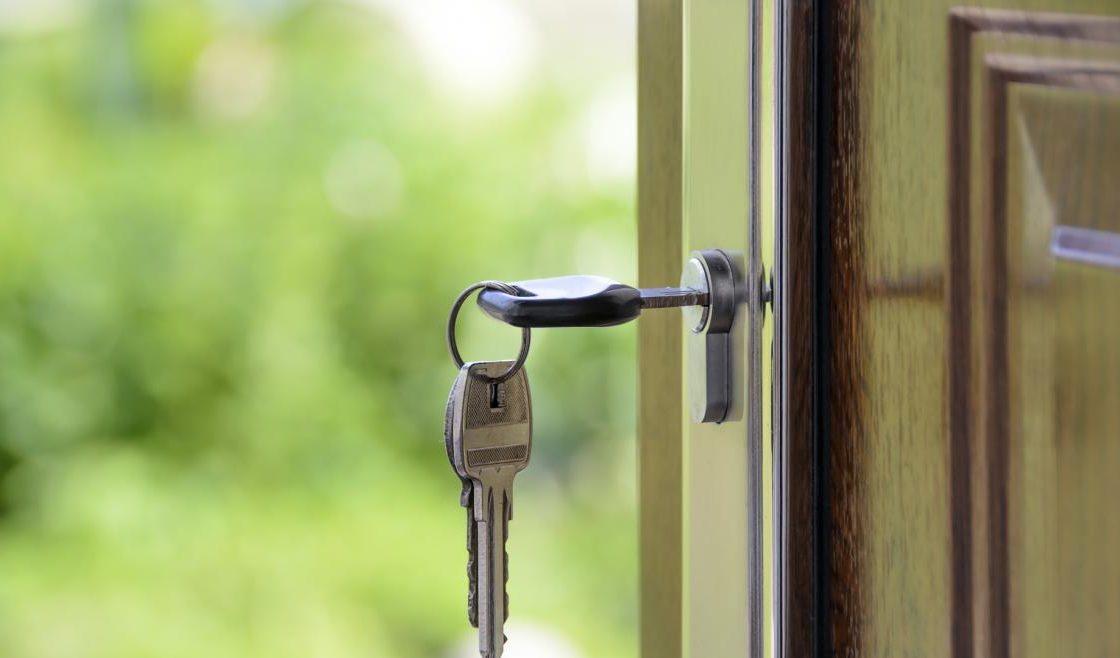 La Comunidad de Madrid pone en marcha un programa de viviendas compartidas para mayores de 65 años