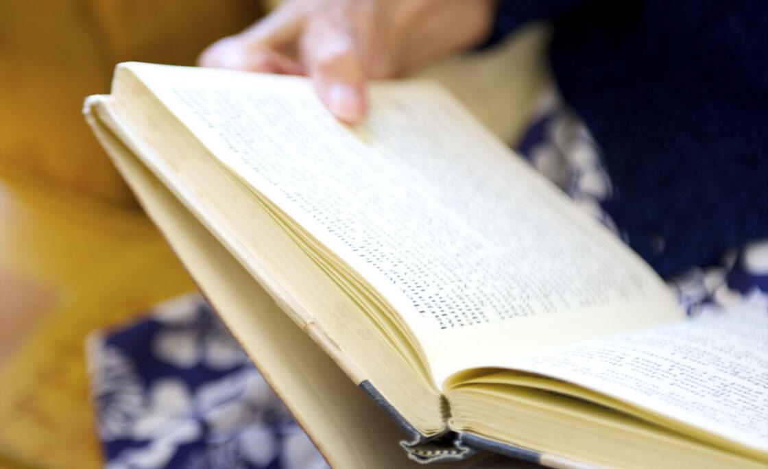 Los cuidadores de personas que viven con alzhéimer plasman sus emociones en un libro de relatos