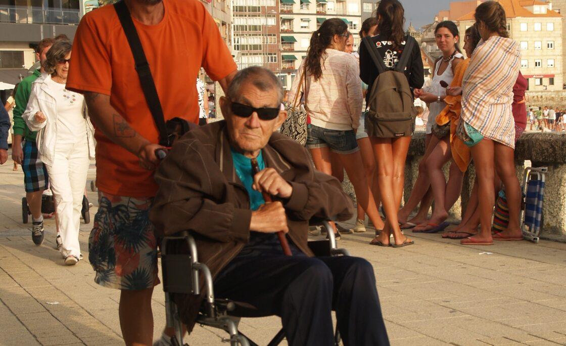 Consejos de los logopedas a los cuidadores de personas con dependencia y/o discapacidad