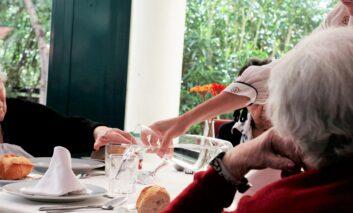 ORPEA abre sus centros para combatir la soledad no deseada en Navidad