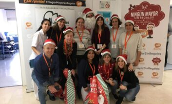 La Asociación Benéfica Geriátrica ha vuelto a poner en marcha este año la campaña 'Ningún Mayor Sin Regalos en Navidad'