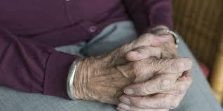 El Gobierno de Asturias utilizará la atención domiciliaria para dar alimentos y medicinas en sus hogares a pacientes leves de coronavirus