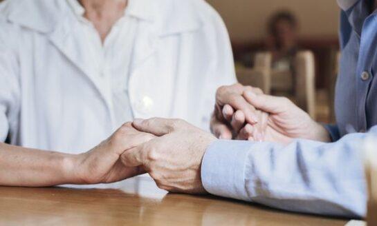 Más de 400 mayores se han incorporado a los servicios de teleasistencia, ayuda y comida a domicilio en 2021