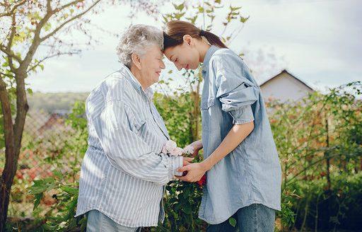 El 72% de los mayores de 65 años ha echado de menos a su familia durante el confinamiento