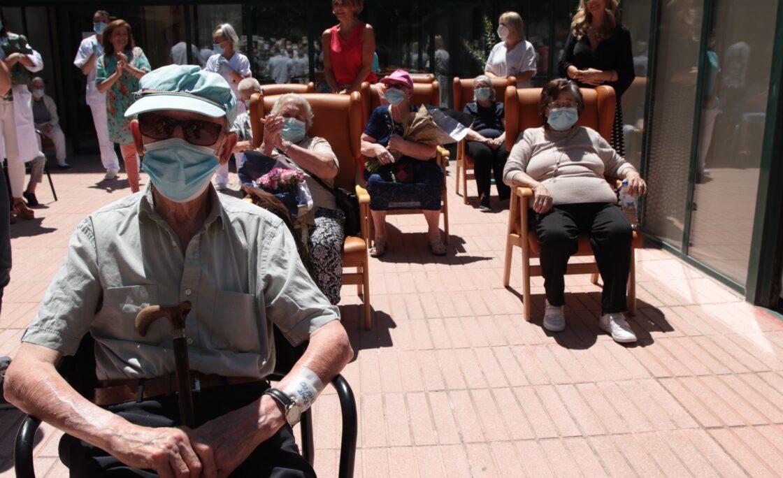 La Asociación de Víctimas del COVID19 celebró el Día de los Mayores