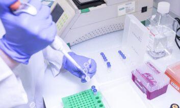 Residencias de Bizkaia implantan un programa pionero de alerta temprana de COVID-19