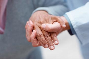 El programa Cuidopía reconoce a la primera promoción de cuidadoras profesionales