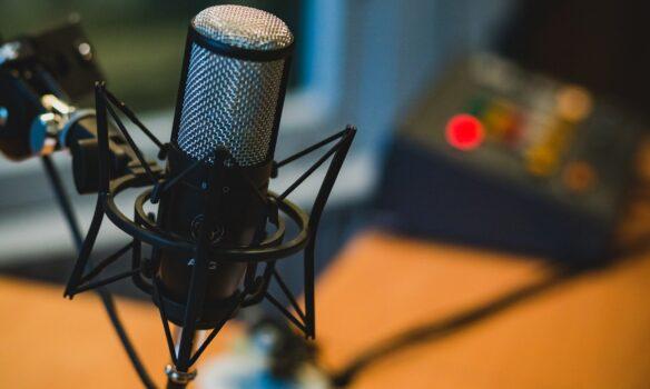 Amavir estrena su canal de podcast con una entrevista con motivo del Día Mundial de la Enfermería