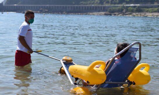 Cruz Roja brinda el servicio de baño asistido en 57 playas