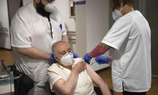 Asturias comienza con la tercera dosis de la vacuna