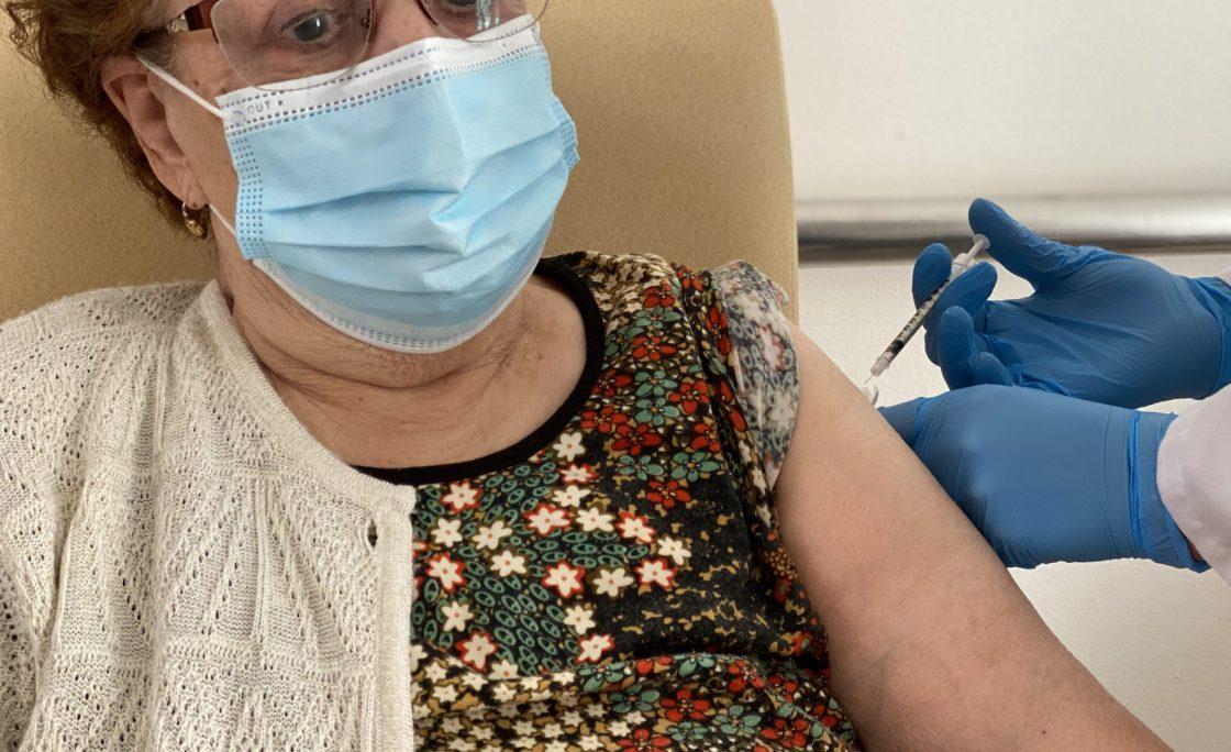 Tercera Actividad recibe la tercera dosis de vacunación frente al COVID
