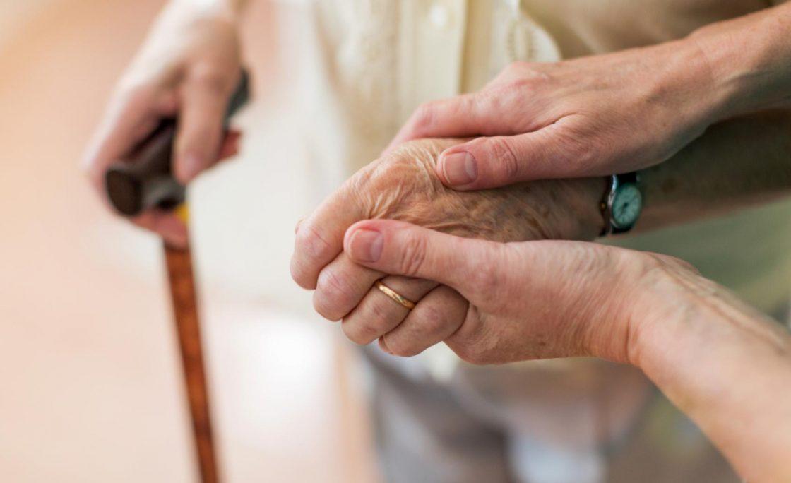 La Comunidad de Madrid elimina las limitaciones en el número y duración de las visitas a residencias